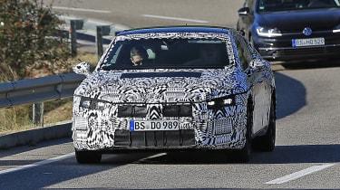 VW Arteon 2017 spy shot 3