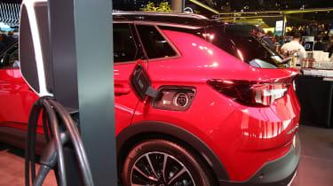 Vauxhall Grandland X Hybrid4 - Frankfurt charging