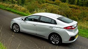 Hyundai IONIQ hybrid 2016 UK - rear quarter