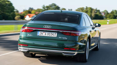 Audi A8 60 TFSI e - rear tracking