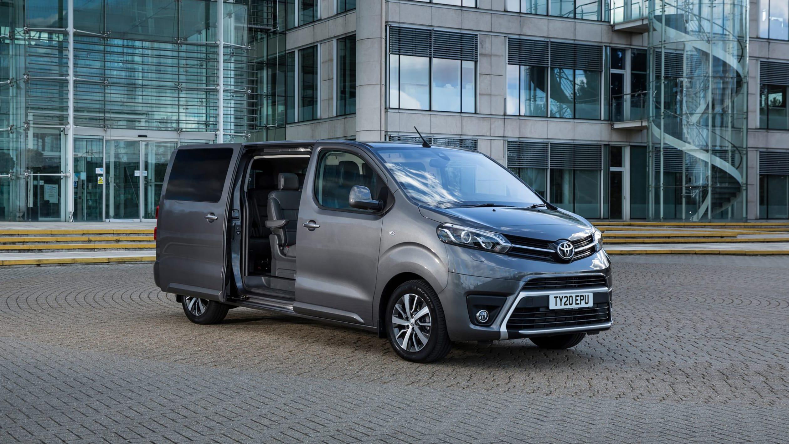 2016 - [Citroën/Peugeot/Toyota] SpaceTourer/Traveller/ProAce - Page 40 Toyota%20Proace-3