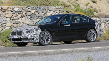 BMW 5 Series facelift - spyshot 3