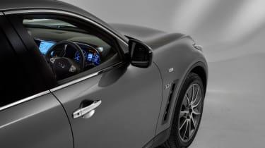 Infiniti QX70 Ultimate - interior look in