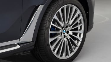 New BMW X7 studio shoot wheel