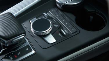 Audi RS 4 Avant - centre console