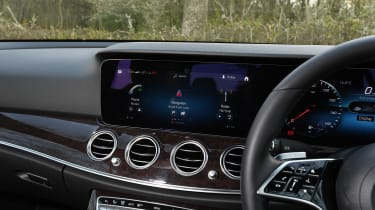 Mercedes E 220d Sport - infotainment