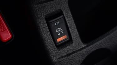 Nissan Qashqai - heated seat control