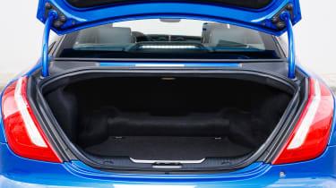 Jaguar XJR 575 - boot
