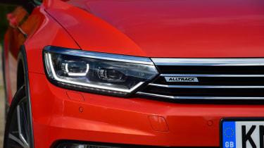 Volkswagen Passat Alltrack - headlights