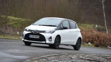 Toyota Yaris Design Bi-Tone 2016 - front cornering