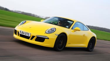 Porsche 911 Carrera 4 GTS - front tracking