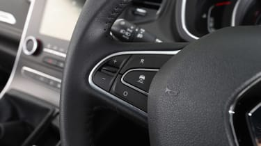 Renault Scenic - steering wheel detail