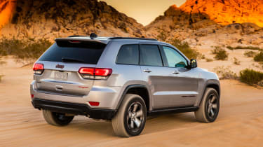 Jeep Grand Cherokee Trailhawk - rear tracking