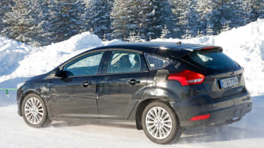 Ford Focus spied - rear snow