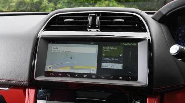 Jaguar F-Pace SVR - navigation