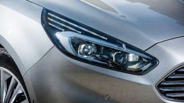 Ford S-MAX Titanium light