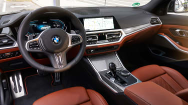 BMW 330e - dash