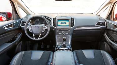 Ford S-MAX Titanium interior