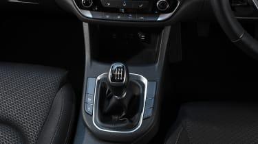 Hyundai i30 Fastback - gear lever