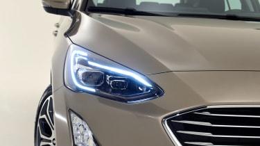 New Ford Focus Estate studio - front light