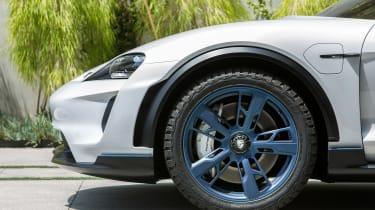Porsche Mission E Cross Turimso - front wheel