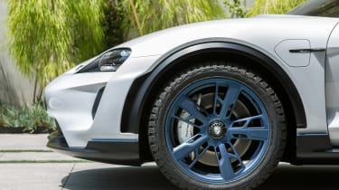 Porsche Mission E Cross Turimso - front wheel