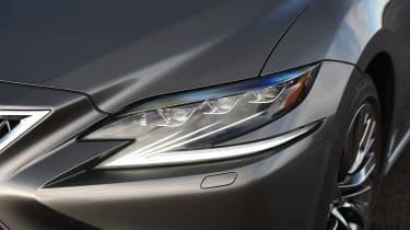 Lexus LS - headlight
