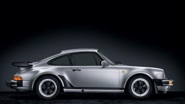"""<p class=""""p1""""><b>Porsche</b> 930 (930/50)</p>"""