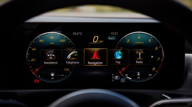 Mercedes CLA 250 AMG Line - dials