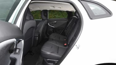Volvo V40 Cross Country - rear seats
