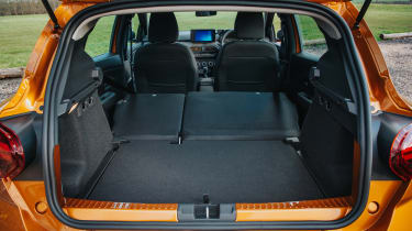 Dacia Sandero Stepway - boot seats down