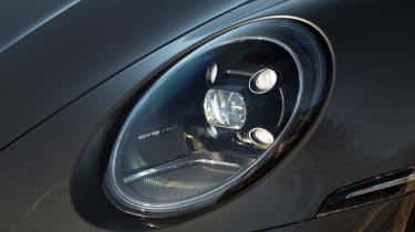Porsche 911 Carrera - headlight