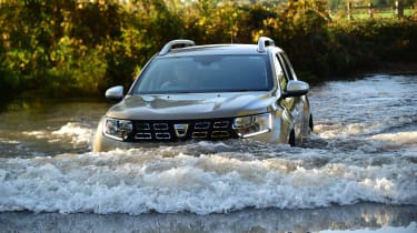 Dacia Duster - water