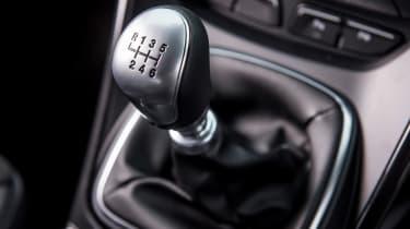 Ford Kuga 2017 - gear stick