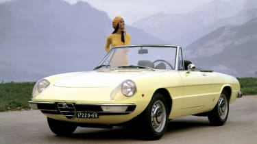 Alfa Romeo Spider - front with model