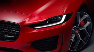 Jaguar XE - studio front light