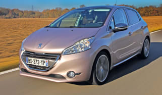 Peugeot 208 e-HDi front tracking