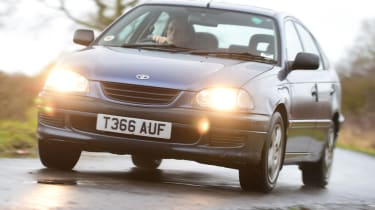 Used Toyota Avensis front quarter