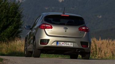 Kia Cee'd 2015 facelift - rear tracking