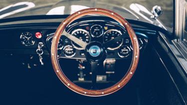 Aston Martin DB5 replica No Time To Die - interior