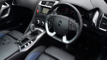 DS 5 drivers position