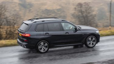 BMW X7 - side action