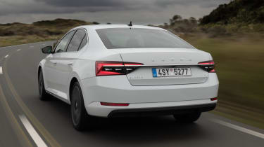Skoda Superb iV - rear tracking