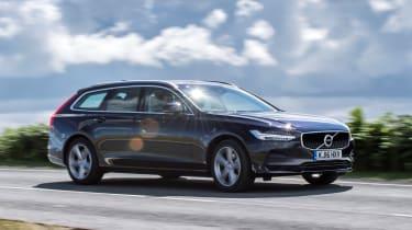 Volvo V90 D5 Momentum - side tracking 2