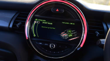 MINI Cooper 5dr infotainment screen