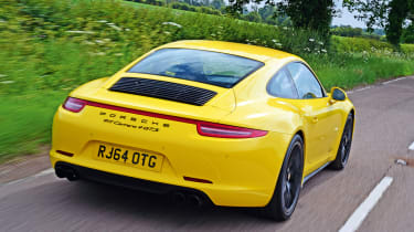 Porsche 911 Carrera 4 GTS - rear tracking
