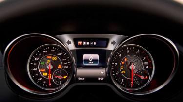 Mercedes SL400 - dials