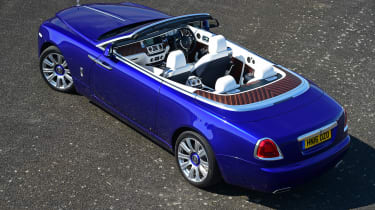 Convertible megatest - Rolls-Royce Dawn - above rear