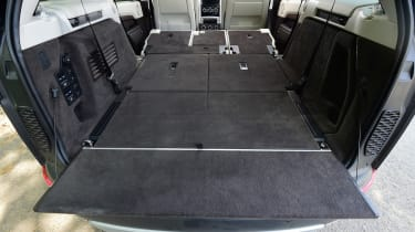 Land Rover Discovery TD6 - boot seats down