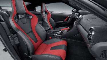 Nissan GT-R NISMO - front seats